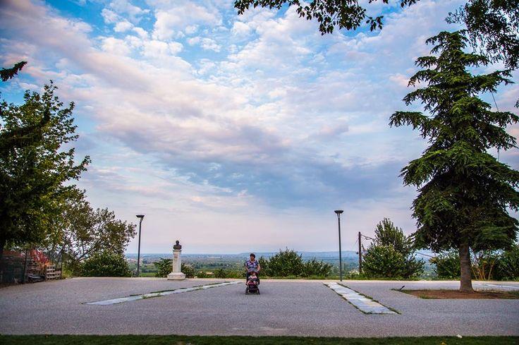 Aντί του μνημείου.. Φωτογραφίζοντας το πριν... #arive #photo #24_09_13 www.arive.gr/photos.html