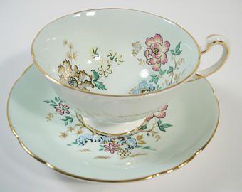 Antigua taza de té verde a la menta Paragon y platillo, Floral y mariposas taza y plato.