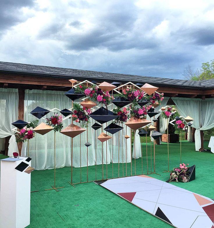"""224 Likes, 4 Comments - DREAM WEDDING (@dreamweddingevent) on Instagram: """"Необычная инсталляция из геометрических фигур являлась местом церемонии для Жанны и Дамира в эту…"""""""
