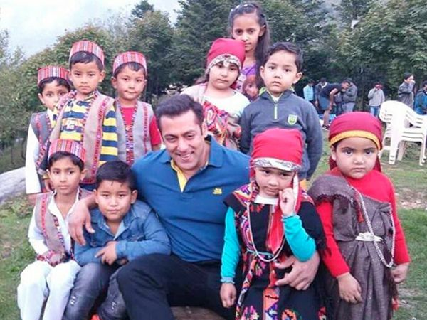 Salman Khan was in Manali to shoot for Kabir Khan's 'Tubelight'. He was spotted…