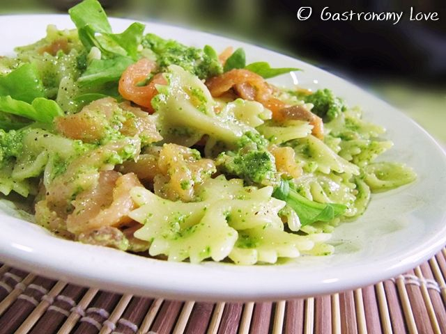 Pasta+con+pesto+di+rucola+e+salmone