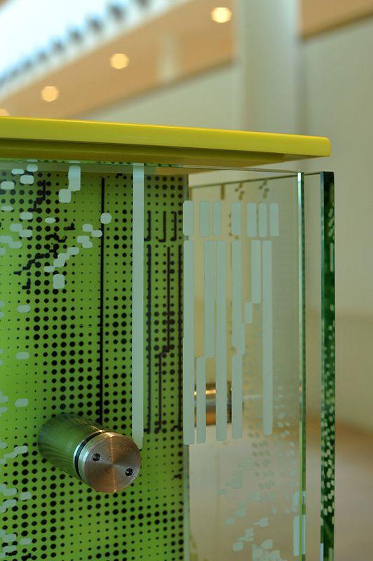 Glazen panelen op toonbank de Kolk Assen. #LED #HiMacs #glas #paneel #geprint #denieuwekolk #harryvan #interieur