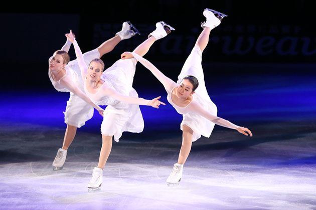 (左から)ジョアニー・ロシェット、カロリーナ・コストナー、浅田真央