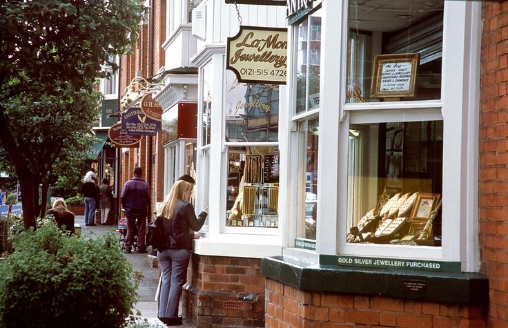 One of the top destinations for jewellery lovers is none other than the beautiful city of Birmingham, Birmingham Jewellery Shops , a metropolitan borough in the West Midlands, England.