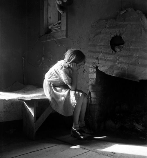 """luzfosca:  """" firsttimeuser:  Resettled farm child from, 1935  by Dorothea Lange  Library of Congress  """""""