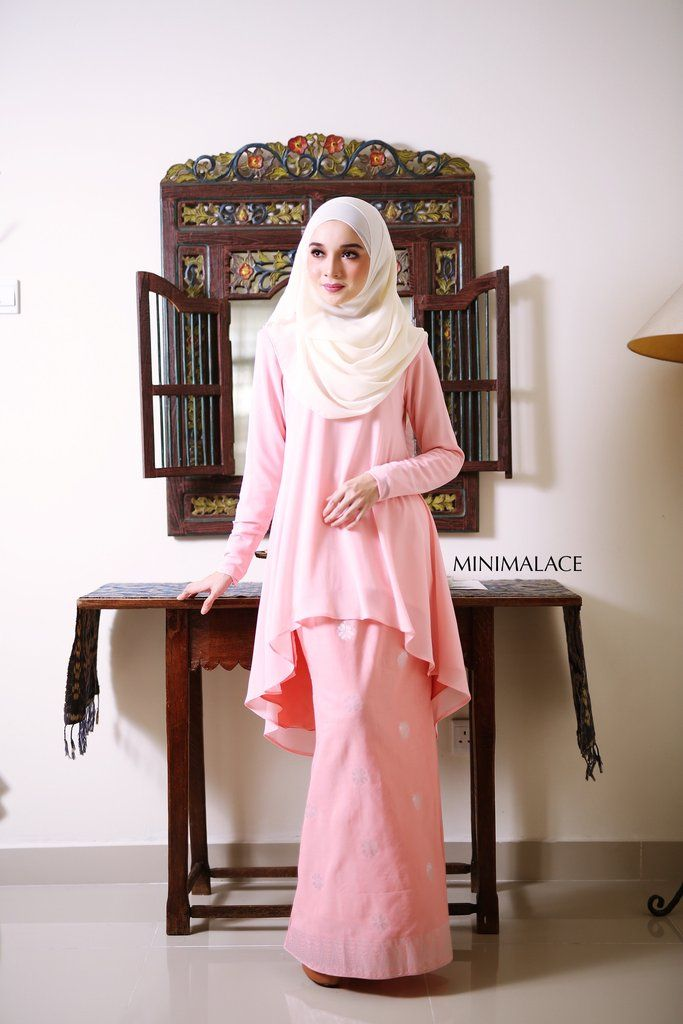 - Top : Heavy Chiffon (Fully lining) / Peach colour -Bottom : Imported Indian Songket (Fully lining) / Peach colour - Wudu' Friendly - Hand Wash - Model is wea
