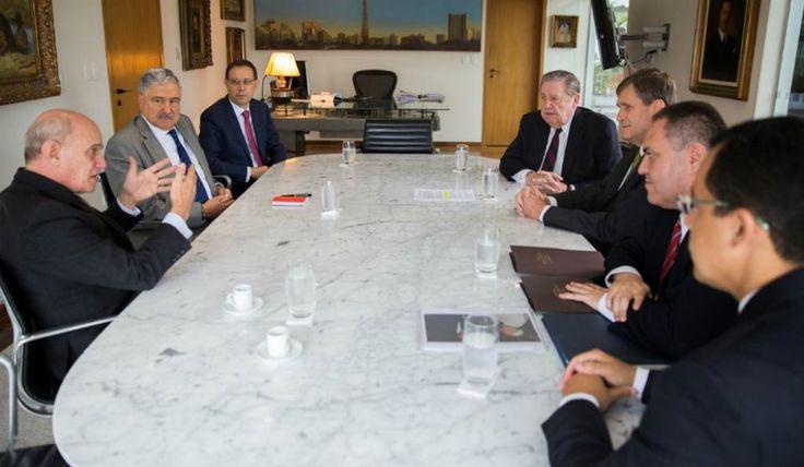 Elder Holland reúne-se com jornalista Ricardo Boechat Leia em: http://mormonsud.net/artigos/noticias-artigos/elder-holland-reune-se-com-o-jornalista-ricardo-boechat/