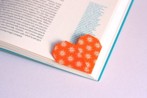DIY: heart-shaped page marker origami