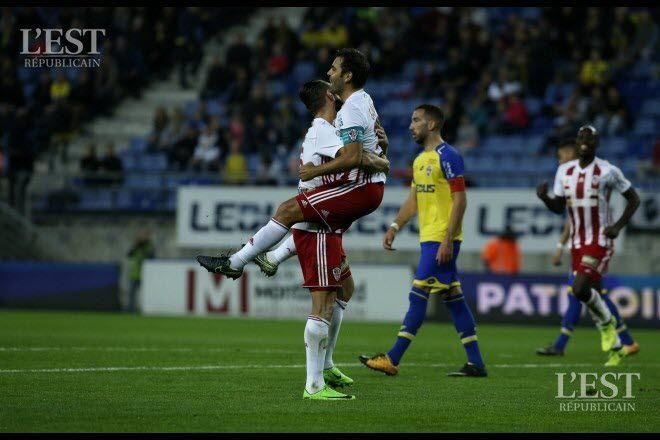 Ghislain Gimbert (à gauche) et Johan Cavalli (à droite) lors de la victoire 1-6 au match aller.  Photo Lionel VADAM