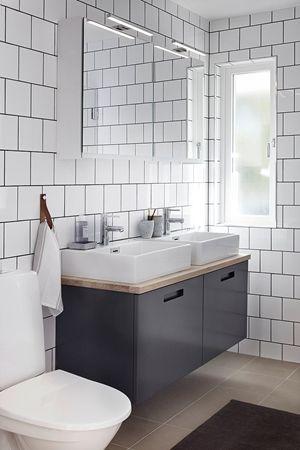 Badrumsmöbel Look i färgen grå från serien Bright, kombination. Ovanpå liggande tvättställ och bänkskiva i Natur ek, vitoljad. | Ballingslöv