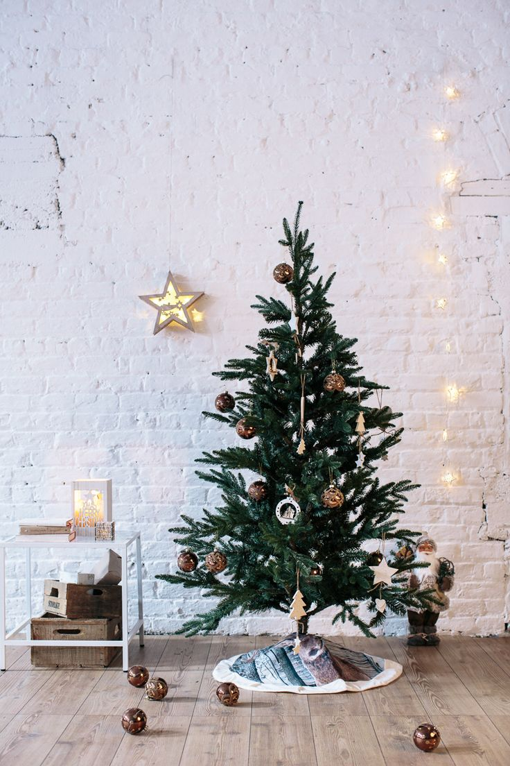 Create a truly #Nordic Christmas with subtle and harmonious decorations, where elements of nature like pinecones and a reindeer tree skirt tie the look together!