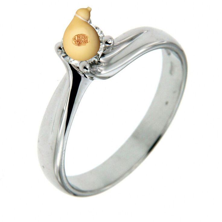 L'unico #anello che valga la pena di comprare...quello con un #caciocavallo incastonato.  #Buonsanvalentino dal #caseificiodipasquo  #caciocavalloimpiccato #caciocavallosilanodop #cheese #queso #formaggio #formaggi #lovefood #love_food #love_caciocavallo #agnone #foodporn #happyvalentinesday