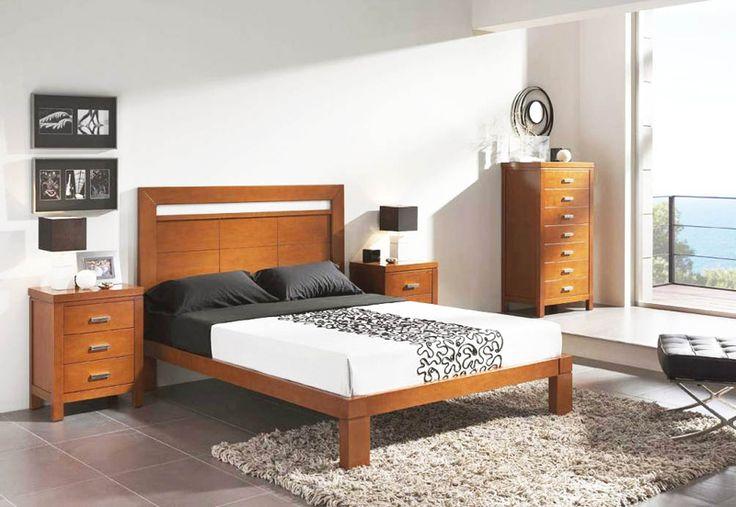 Habitación de dormitorio en madera maciza, con cabecero de cama con bancada de madera. Más info en www.tudecora.com