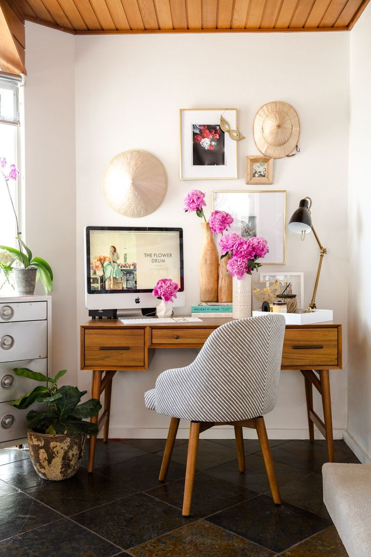 Creative workspace for the creative business women. Desk organization.