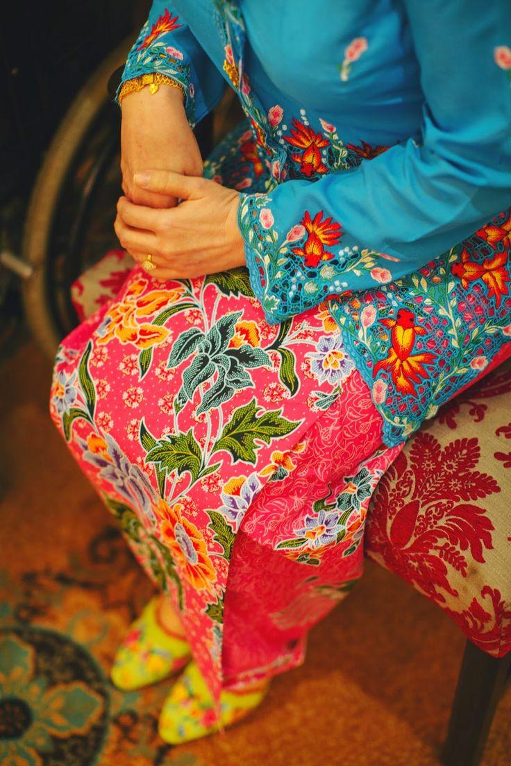 Peranakan nyonya sarong kebaya with very cute embroidered goldfishes!