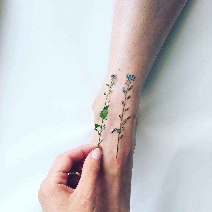 הפטריה   הבחורה הזאת יוצרת קעקועי פרחים וטבע בהשראת חילופי העונות
