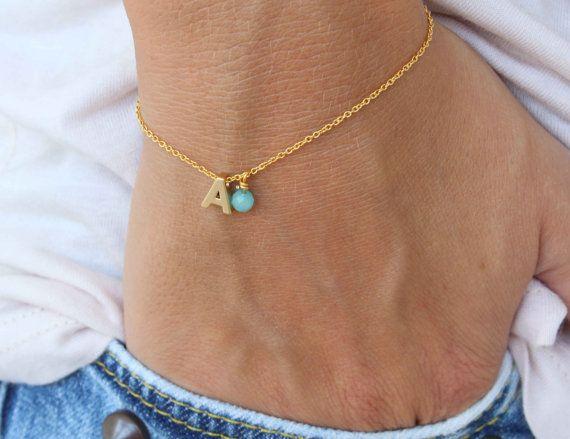 Tiny Initial Bracelet Gold Letter Bracelet door lizaslittlethings