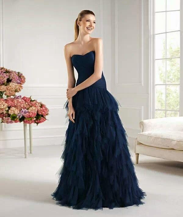 Precioso vestido azul marino.