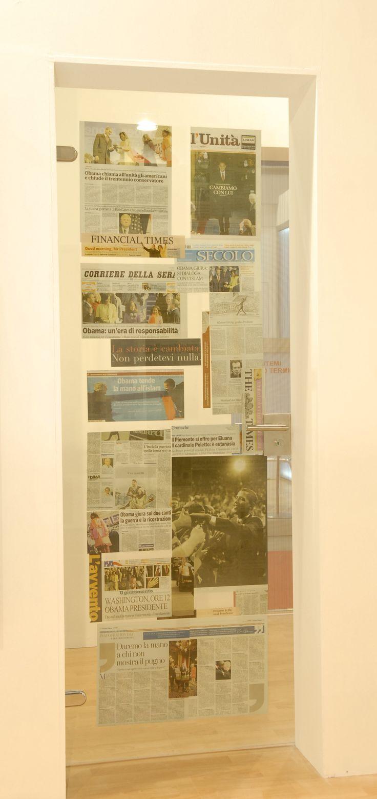 Porta in vetro stratificato con carta di giornale interna