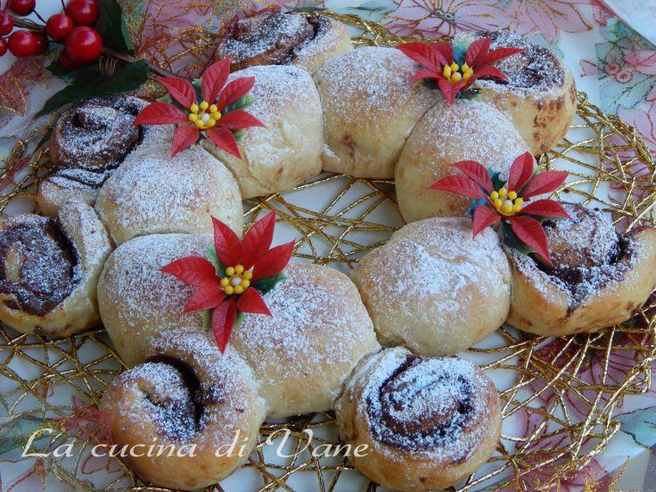Corona di pan brioche dolce per Natale