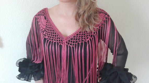 Flecos Para Traje De Flamenca Realizados En Crochet Con Hilo De Cuquillo Color Buganvilla Es El Complemento Perfecto Croché Mantones Flamenca Crochet Con Hilo