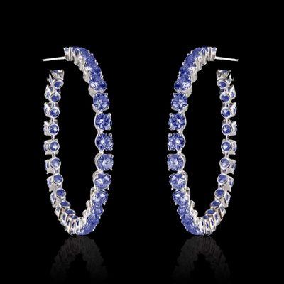 Boucles d'oreilles Créoles en or blanc 18 K saphir bleu (50 pierres de 0,1 carat soit 5 carats)#bouclesdoreilles #créoles #Saphirbleu #OrBlanc #surmesure #BijouxFemme #joaillerie @JaubaletParis