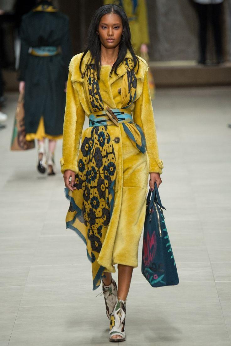 Fashion alert: Burberry porsum - http://www.agoprime.it/fashion-alert-yellow-is-the-new-black/