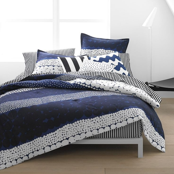 A queen size duvet cover featuring Aino-Maija Metsola's Jurmo pattern.