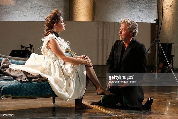 Photo d'actualité : Actors Marie Gillain and Nicolas Briancon perform...