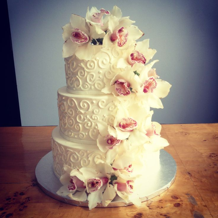 44 best images about wedding cakes on pinterest for Simple wedding cake flowers