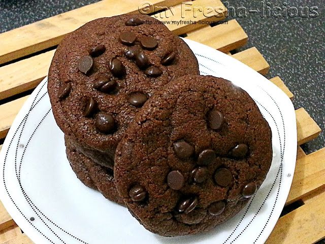 myFresha-licious: Crunchy and Chewy Double Chocolate Chips  Cookies  | more Filipino and Asian recipes at http://www.myfresha-licious.com/