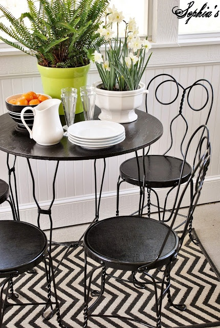 DIY:: So Charming (Now Breakfast Nook) Thrift Ice Cream Parlor Set Makeover