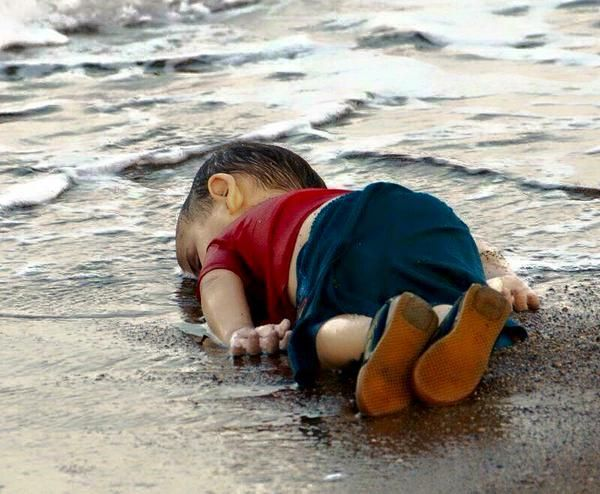 This image of the body of a syrian boy drowned today on a turkish beach is emblematic of the world's failure in syria - scoopnest.com