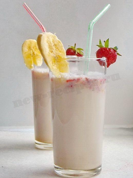 домашний молочный коктейль с клубникой и бананом