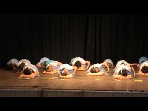 06 Když jdou děti do města, taneční a pohybové vystoupení 2 třída - YouTube