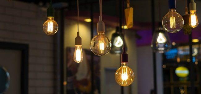 Bombillas Decorativas Ideas Originales Para Iluminar Tu Casa 2020 En 2020 Bombillas Bombillas Vintage Lampara Bombilla