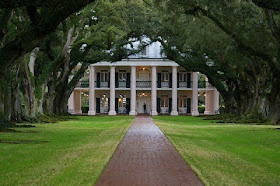 Built in 1839, Oak Alley Plantation is famous for its row of live oaks. No one knows who did plant the oaks that date back to sometime between 1725 & 1750, but the age of them makes them extremely impressive. The Antebellum Mississippi River mansion is smaller than one would imagine but reminds you that these were farm homes built with some luxury for the main family but also for function against the Southern heat.