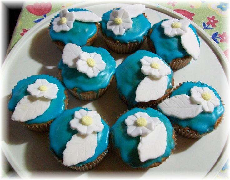 cupcake all'arancia con glassa e decorazione di pasta di zucchero I miei primi cupcake in assoluto... me felice *_*