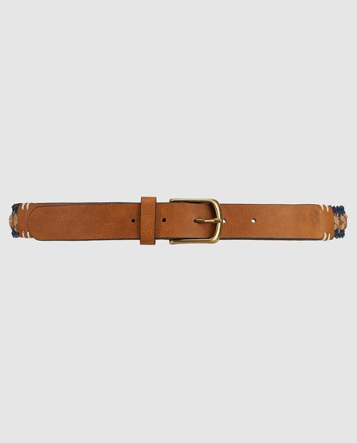 Cinturón trenzado tricolorcon hebilla a contraste.