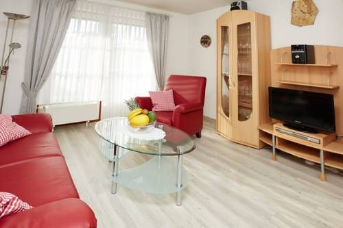 Ferienwohnung B. Schmidt Oberstdorf Ferienwohnung B. Schmidt offers accommodation in Oberstdorf, 1.2 km from Erdinger Arena and 900 metres from Nebelhornbahn Sektion I. The unit is 2.5 km from Nebelhornbahn Sektion II. Free private parking is available on site.