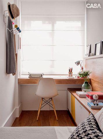 No trecho do escritório, o cabideiro com design de Ray (1912-1988) e Charles Eames (1907-1978) veio da Desmobilia, e a cadeira, da Tok & Stok.