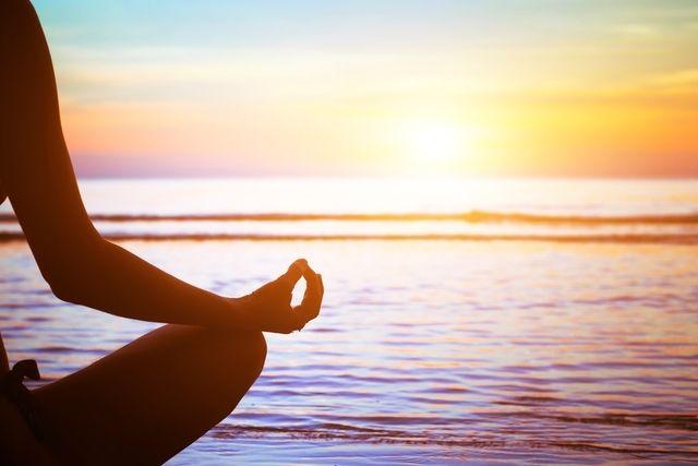 Para vencer a ansiedade é preciso respirar fundo pelo menos 10 vezes com os olhos fechados quando se começa a sentir o coração a acelerar e a...