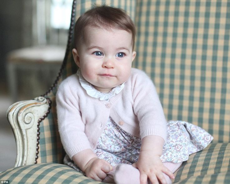 William And Kate Release First Photos Of Princess Charlotte (6 months) since July - The Frisky