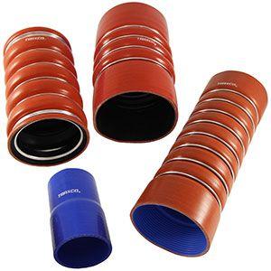 Manguitos de silicona: reducciones rectas con 3 capas de poliéster y manguitos del turbo ondulados con refuerzo y aros exteriores de acero.