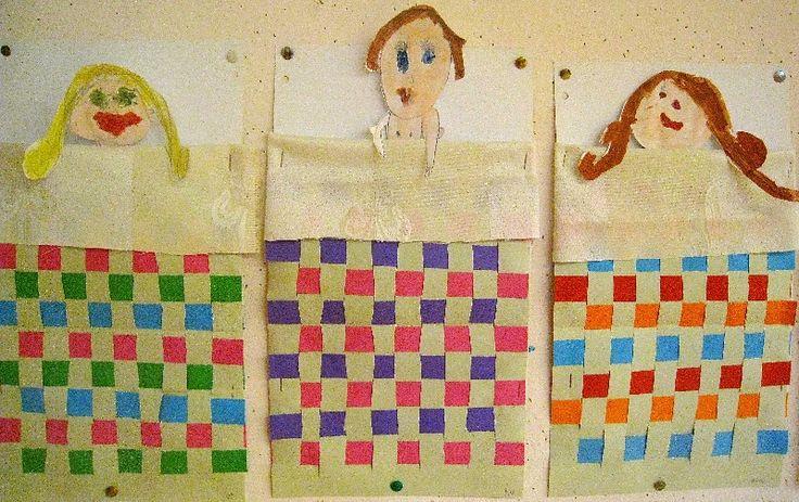 een dekentje weven van papier. En onder het echte lakentje liggen de patienten in ondergoed.