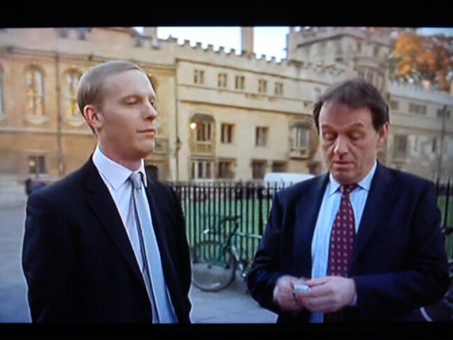 """""""Expiation"""", Lewis. first season.  Hathaway (Lawrence Fox) and Lewis (Kevin Whatley) discuss the case"""
