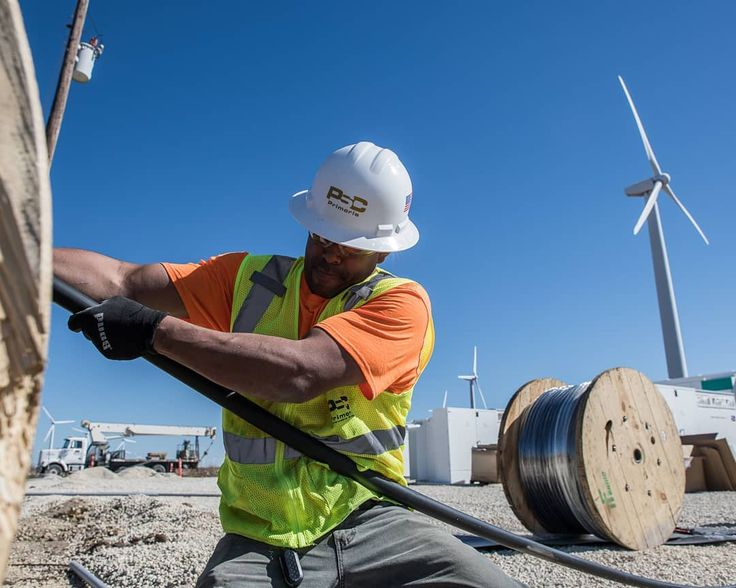 Working hard or hardly working? A member of our team definitely working hard on our Texas Waves Project at the Roscoe Windfarm where more than 800 Li-Ion batteries store energy! Definitely working hard!Great shot by @maxleitner  #windturbine #windturbines #windenergy #renewableenergy #sustainable #gogreen #greenenergy #climatechange #cleanenergy #engineering #lfl #sky #bluesky #energy #power #electric #roscoe #texas #travel #travelgram #instatravel #action