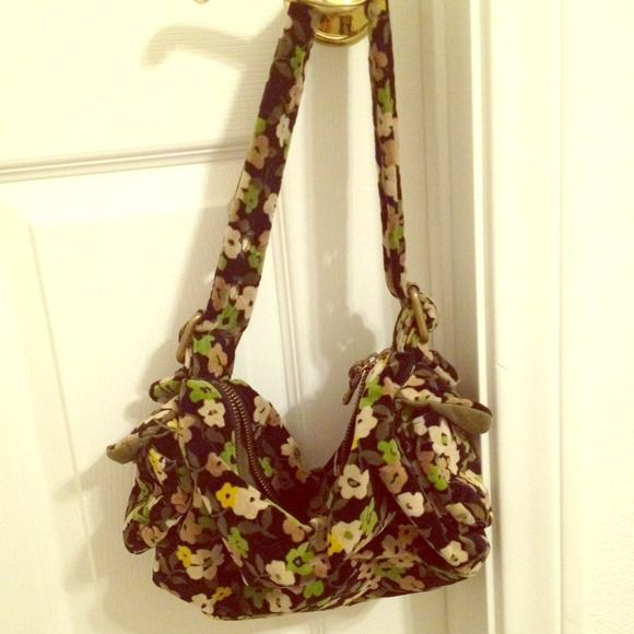 Flower Gap Purse This is a floral print purse from GAP. It has a velvety texture and has a pocket on the inside. The outside and inside color is a dark green. The flowers are a light green and lime green. This purse is in great condition. It has no rips or holes. GAP Bags Shoulder Bags