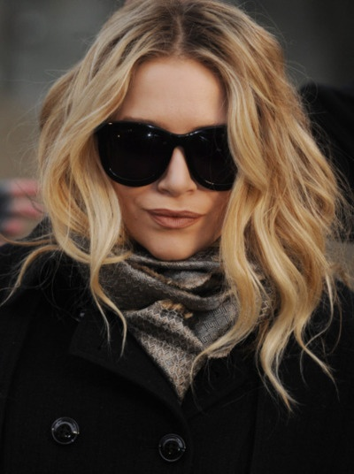 love Ashley Olsen's waves & middle part