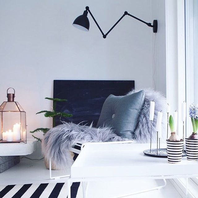 Modern Bazar wall lamp in black metal - By Rydens Photo by @keskipiste #byrydens #sessak #sessaklighting #interiorinspiration #interiorinspo #interior #interiorlighting #lightingdesign #walllamp #homelighting #scandinaviandesign #homeinspo #nordicdesign #nordicinterior